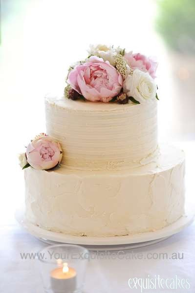 Tiered Wedding Cakes With Fresh Flowers