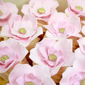 Cupcake with rose and gold centre